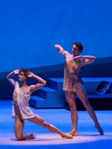 als Engel mit Davide Dato, Foto Ashley Taylor